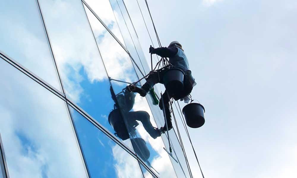 servizio di pulizie straordinarie vetri palazzi a Reggio Emilia